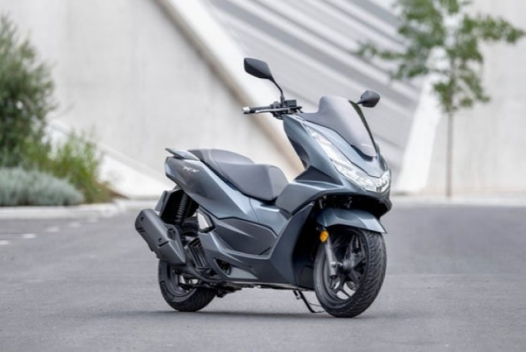 Motor Honda PCX 160 Siap Sedia Mengantar Kemanapun Tujuan Anda